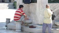 Ritual washing before entering the mosque: photo courtesy of qilin via C.C. License at Flickr