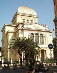 Title: the Great Synagogue in Rome, an example of traditional synagogue architecture Source: http://www.flickr.com/photos/avinashkunnath/3775268617/